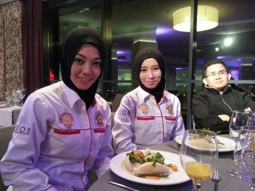 Pasukan Malaysia dijemput ke Majlis Makan Malam Persidangan Antarabangsa.