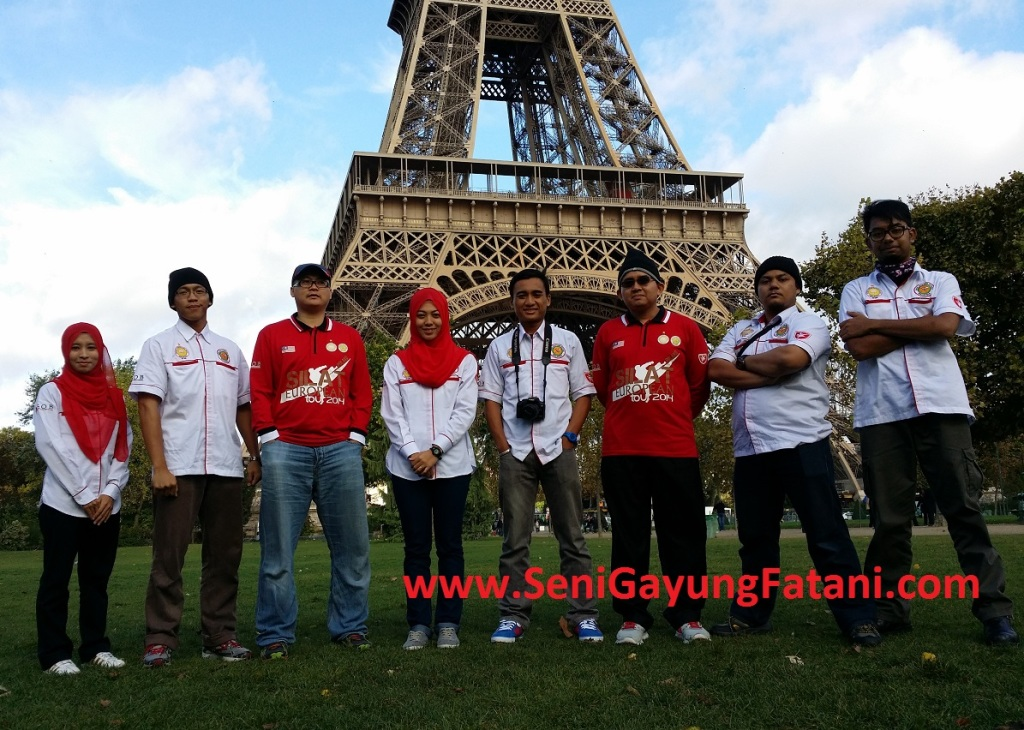 Para delegasi Malaysia bergambar selepas membuat persembahan silat.