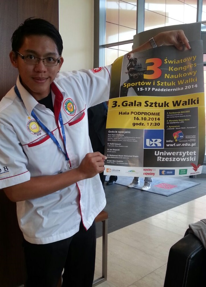 Delegasi Malaysia bersama poster yang tertera nama Tuan Guru Dr. Mohamad Nizam.